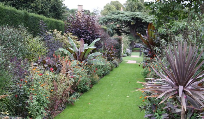 hidcote-double-red-borders