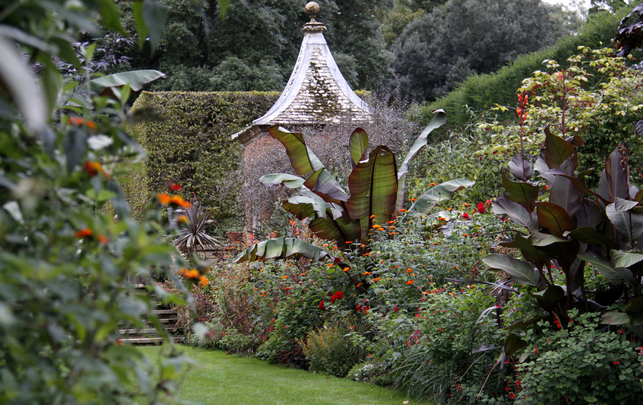 A Visit To Hidcote Manor Garden Had Me Drooling Over The Red Borders Again  This Month. The Entire Garden Is Quite Lovely But In September The Red  Borders ...