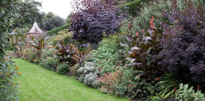 red-border-hidcote-manor